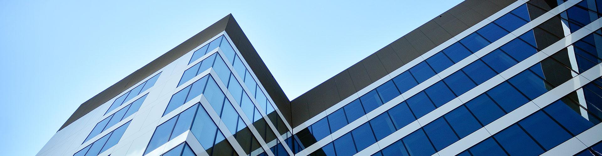 verglastes Unternehmensgebäude Außenansicht